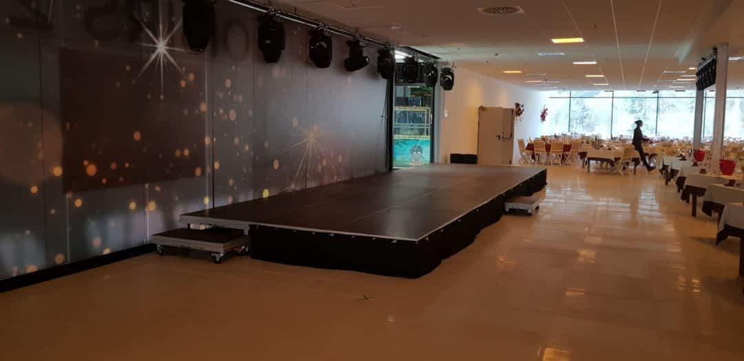 scène praticable jupe de scène cabaret spectacle discothèque salle dci event