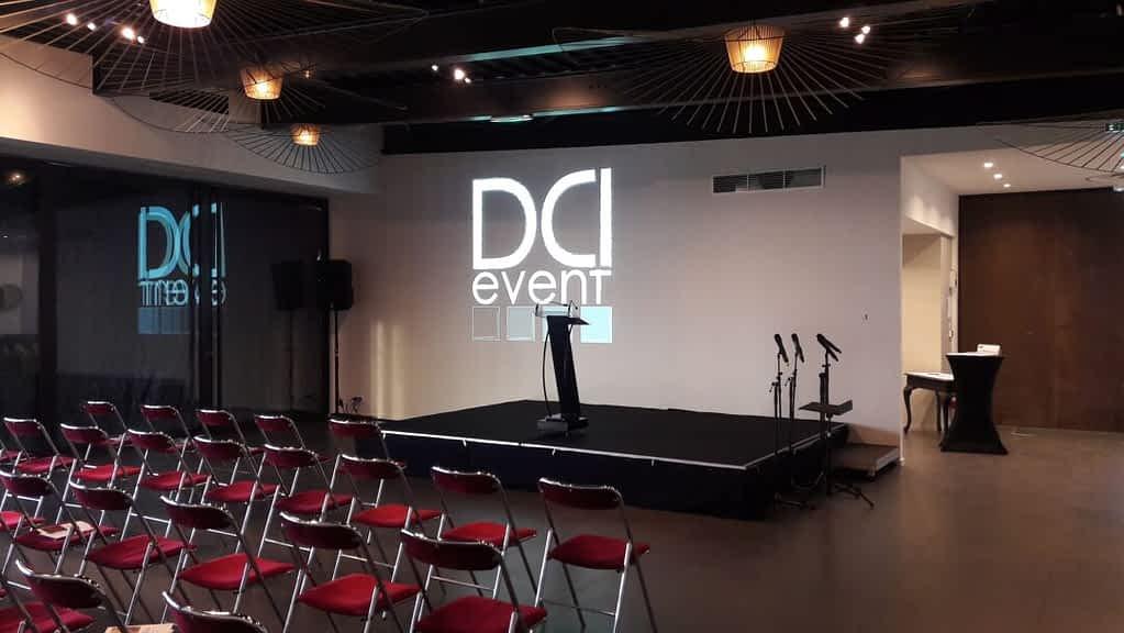 Diffusion Powerpoint PPT vidéoprojecteur et sonorisation pupitre et micros HF DCI event